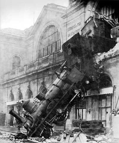 Train_wreck_at_Montparnasse.jpg
